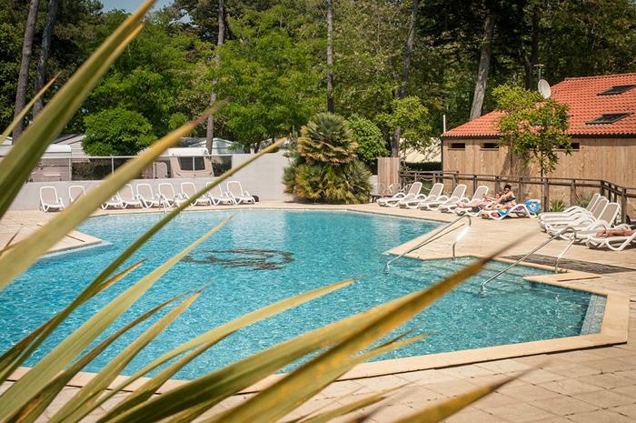 Camping avec piscine saint gilles croix de vie camping for Camping lac de ste croix avec piscine