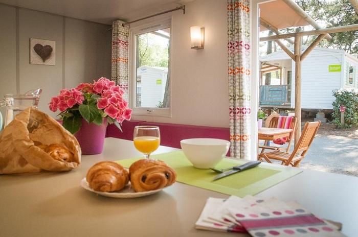 intérieur mobil-home au camping 3 étoiles Vendée