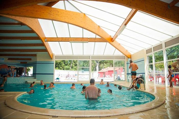 Camping avec piscine chauff e vend e camping les cypr s for Camping avec piscine vendee