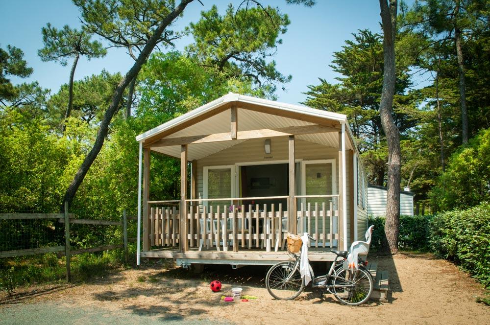Camping avec piscine bord de mer vend e les cypr s for Camping bord de mer atlantique avec piscine