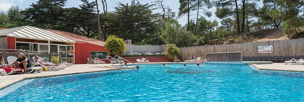 La piscine du camping les Cyprès à St Gilles croix de vie